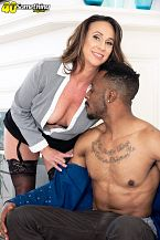 Raelynn sucks and bonks a big, dark-skinned cock
