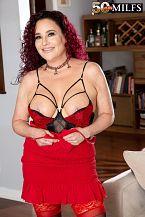 First look: big boobed wife Amanda Ryder